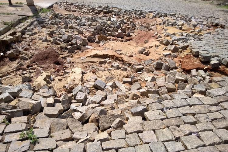 Temporal expõe velhos problemas estruturais nas ruas de Brumado e moradores questionam tapa buracos