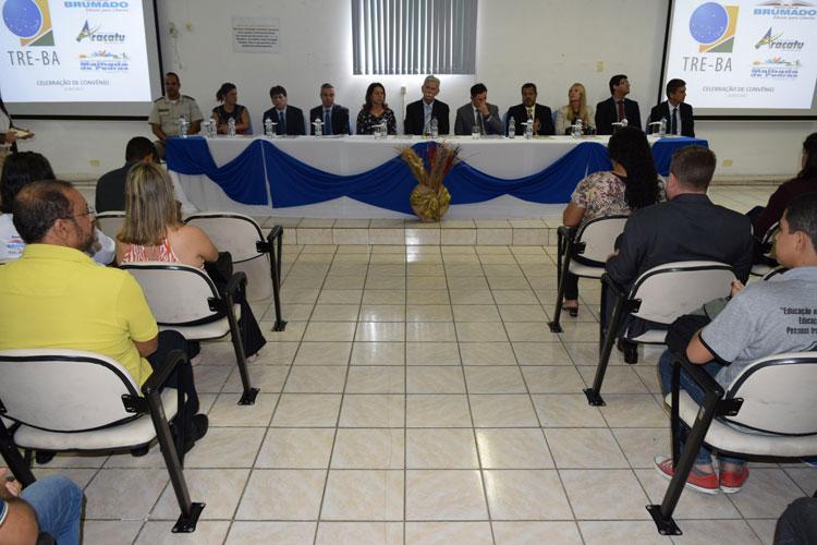 Legislativo brumadense participa de evento de convênio entre prefeitura e TRE
