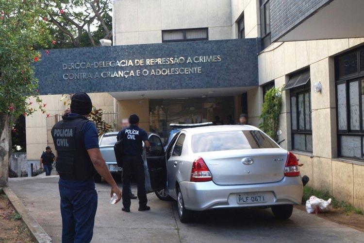 Homem é preso em Salvador suspeito de estuprar filho de 4 anos e filha de 8