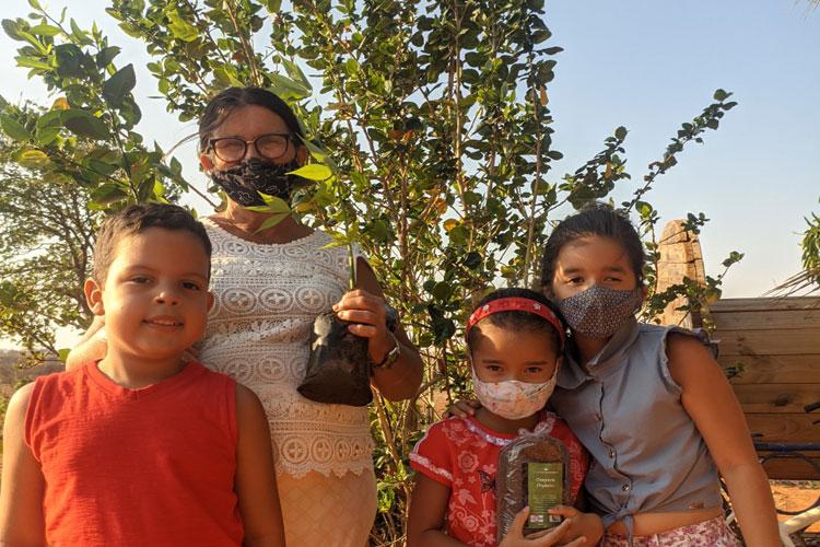 Agricultores familiares do Sertão Produtivo participam da ação Adote uma Árvore