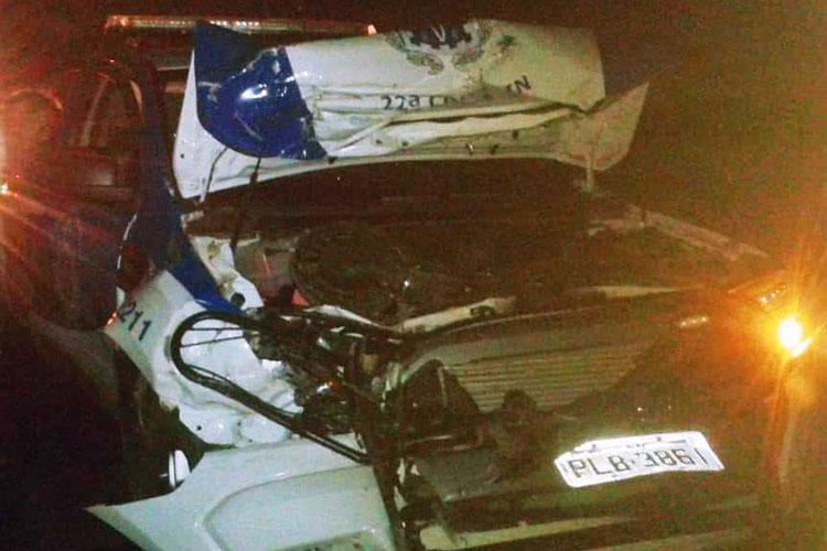 Ex-delegado de Brumado se envolve em acidente com viatura da 22ª Coorpin na BR-030 em Guanambi