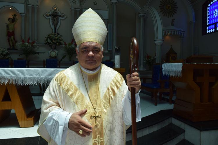 Bispo Dom Roberto institui 171 ministros e sacramenta 125 crismas em Brumado