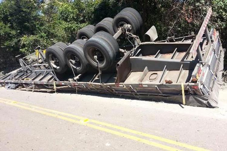 Motorista brumadense diz que tombar carreta foi melhor do que invadir a cidade de Caetité desgovernado