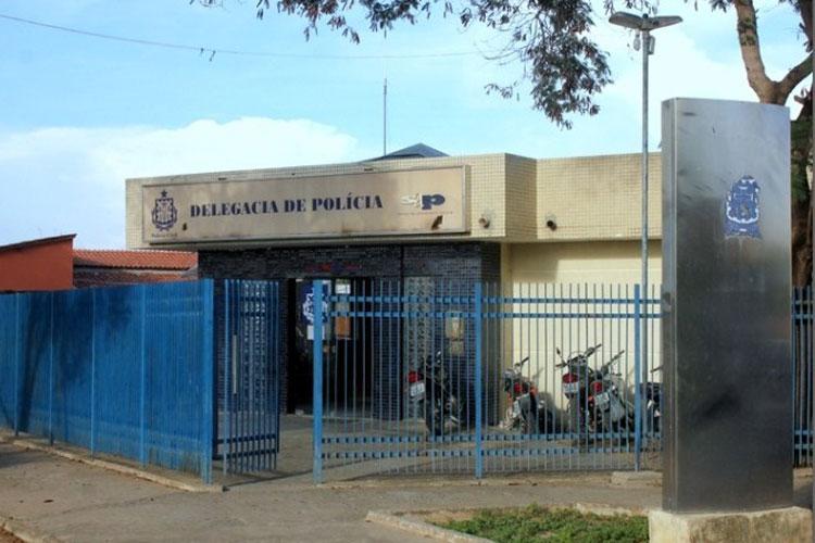 Pai é preso acusado de agredir a filha de 6 anos em Carinhanha