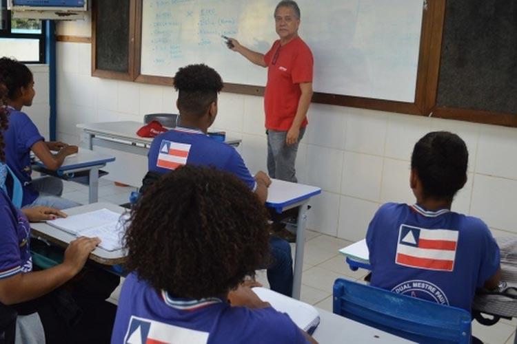 Governo decreta férias coletivas para professores da rede estadual