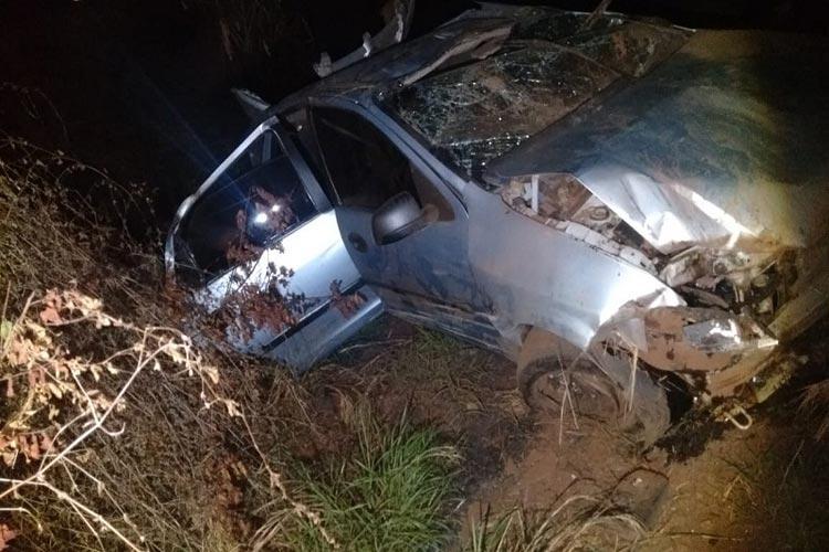 Brumado/BA: Três pessoas ficam feridas após carro capotar na BA-148