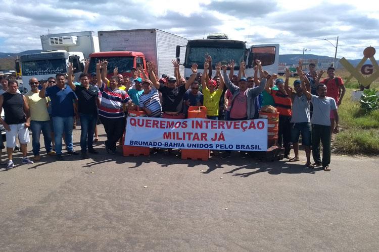 Em Brumado, caminhoneiros mantêm paralisação e pedem fim do Governo Temer com intervenção militar