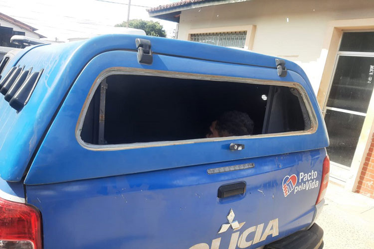 Brumado: Jovem que quebrou vidro de viatura da PM tem prisão preventiva decretada