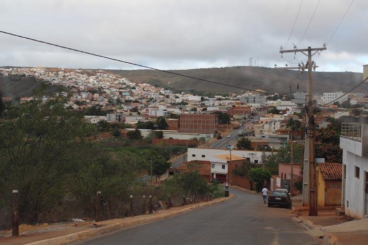Caetité: Bandidos invadem residência, amarra e molha família com gasolina