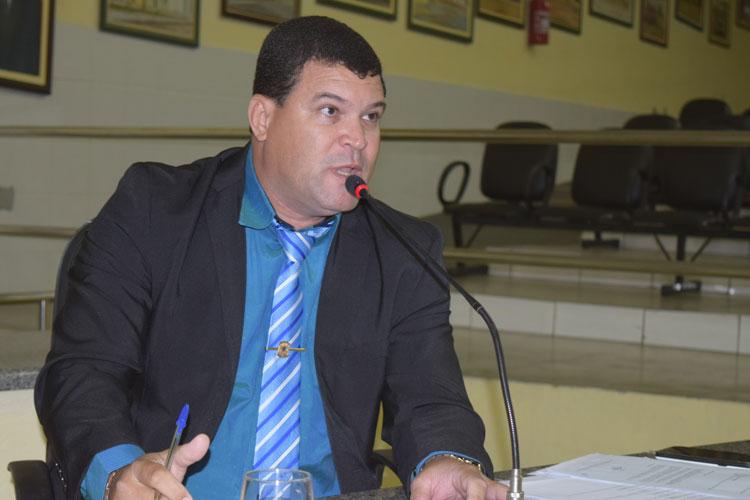 Câmara de Brumado: Vereador abafa crise com presidente ao defender reformulação do regimento interno