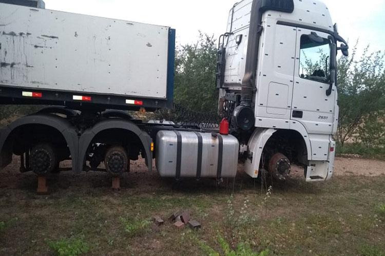 Caminhoneiro brumadense é amarrado e assaltantes roubam pneus de carreta em Oliveira dos Brejinhos