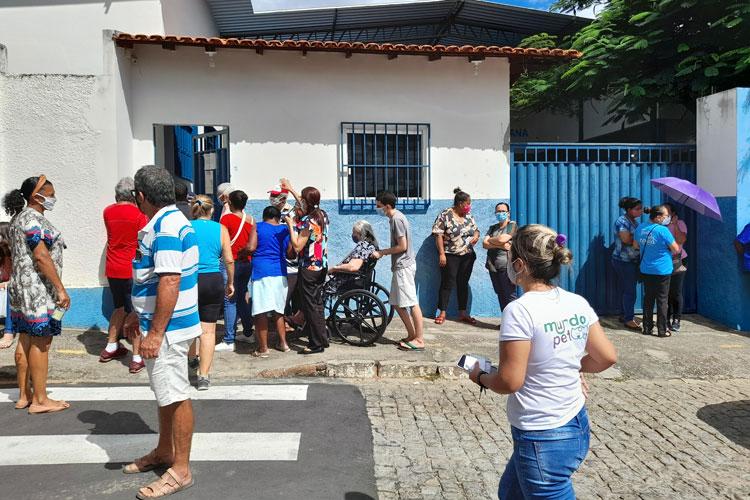 Brumado: Medo da nova cepa do coronavírus leva mais pessoas a buscar vacina provocando tumulto, diz secretário