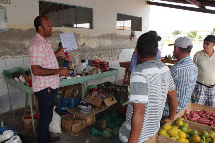 Brumado: Em Itaquaraí, Elias Piau colhe assinaturas de populares para reforma do mercado