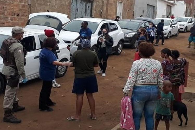 Base Comunitária de Segurança entrega cestas básicas em Vitória da Conquista