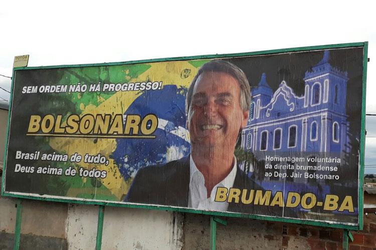 Justiça eleitoral determina retirada do outdoor de Jair Bolsonaro em Brumado