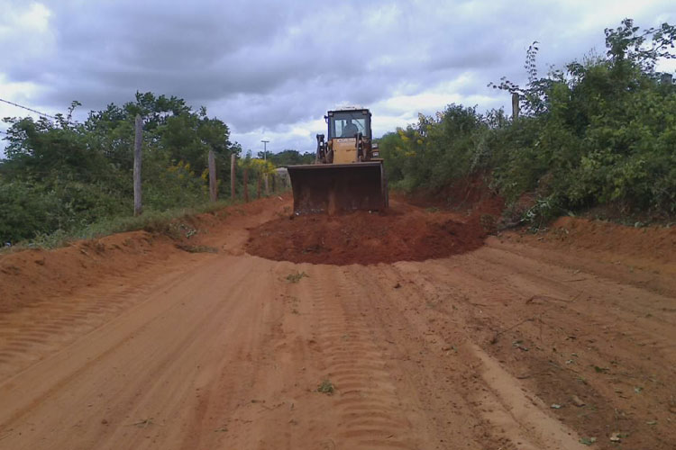 Caculé: Prefeitura investe na recuperação de estradas entre o município e Guajeru