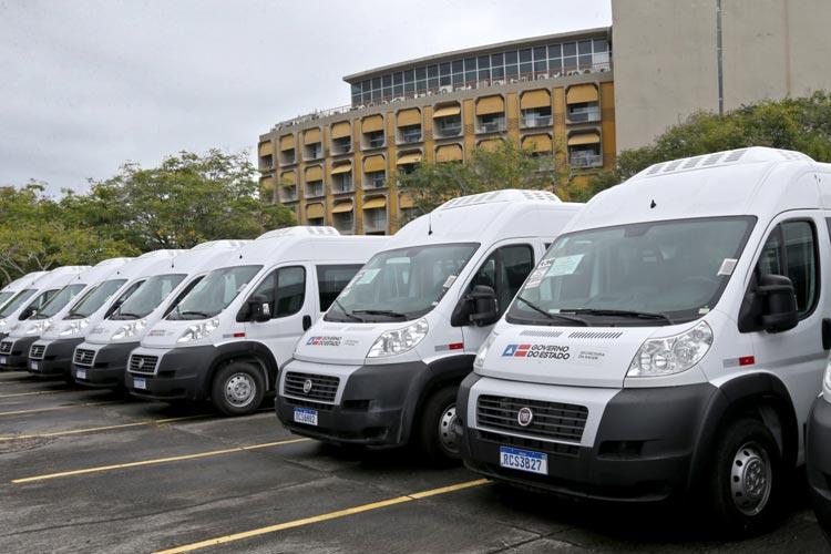 Governo baiano entrega vans para Presidente Jânio Quadros e Maetinga realizarem transporte de pacientes