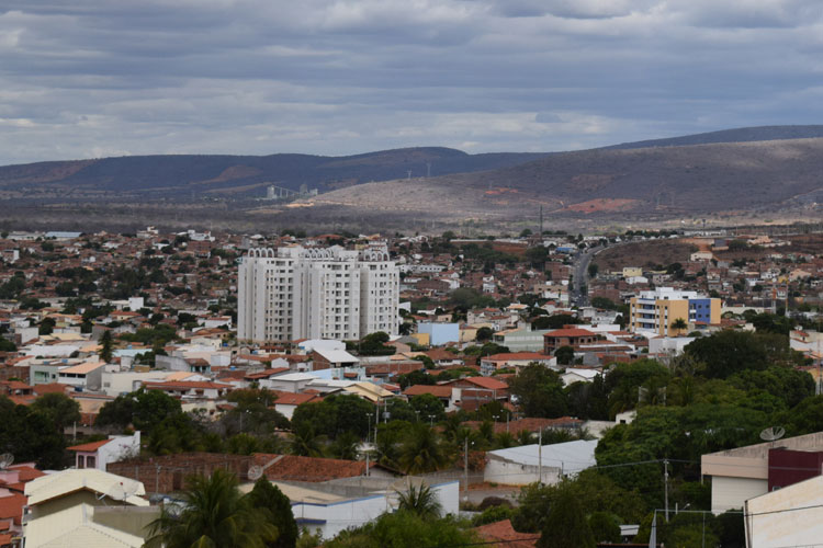 Tempo muda com previsão de pancadas de chuva para esta quinta-feira (19) em Brumado