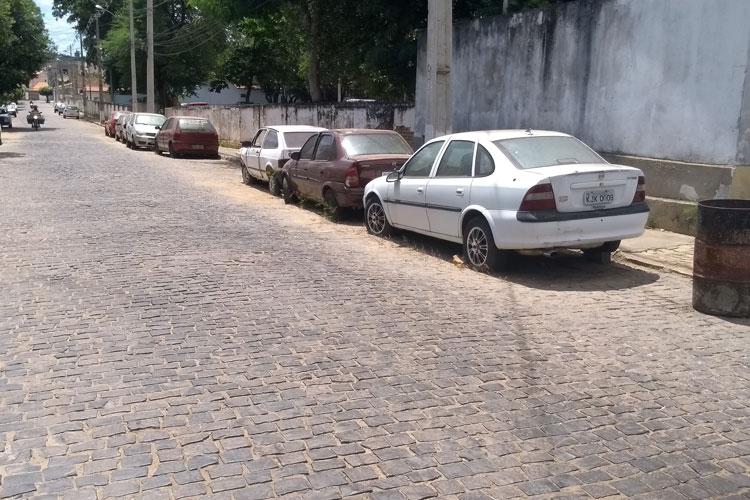 Delegado busca soluções para veículos retidos na delegacia de Brumado