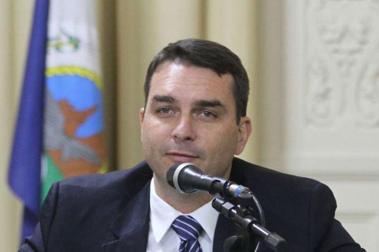 Deputados federais articulam CPI para investigar Flávio Bolsonaro