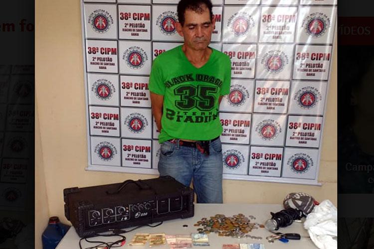 Homem é preso acusado de arrombar e furtar vários objetos em igreja de Riacho de Santana