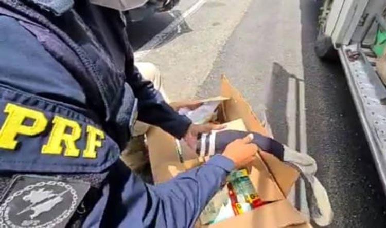 Jequié: Caixa com remédios e munições escondidas dentro de meia são apreendidas em ônibus