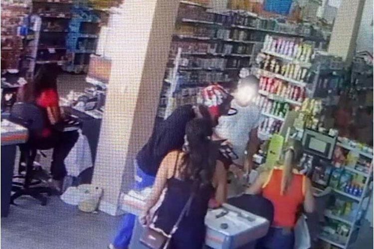 Supermercado é alvo de roubo na Praça do Jurema em Brumado