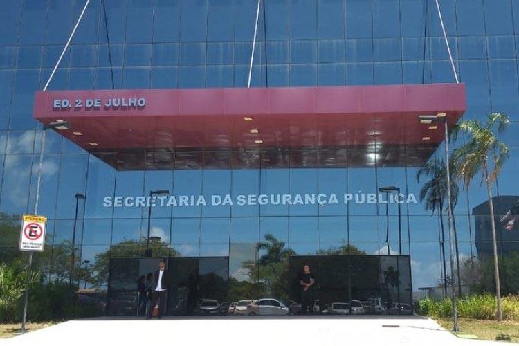 Operação prende policiais suspeitos de atuar em grupos de extermínio e extorsões na Bahia