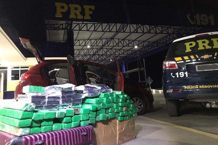 Vitória da Conquista: PRF apreende 100 kg de drogas escondidas em veículo de passeio