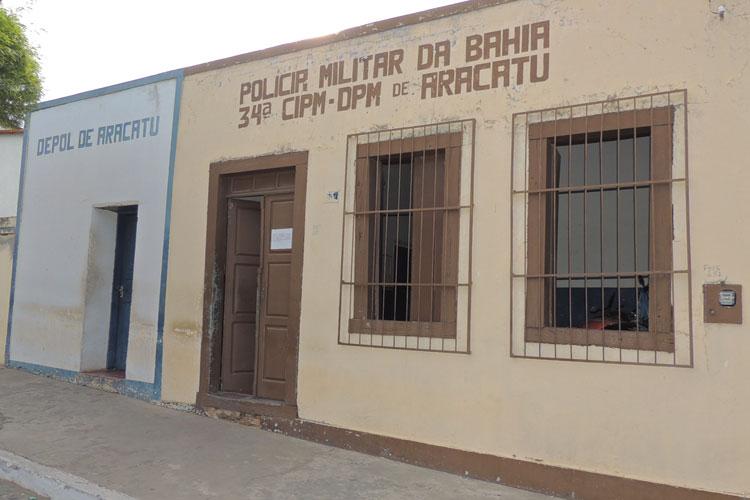 Polícia detém dois indivíduos que brigavam em um bar da cidade de Aracatu