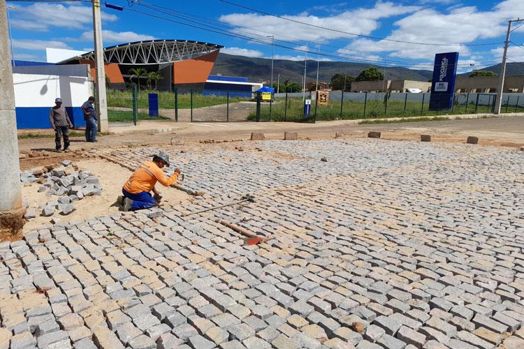 Brumado: Infraestrutura remodela praça e acessos para a Policlínica Regional de Saúde