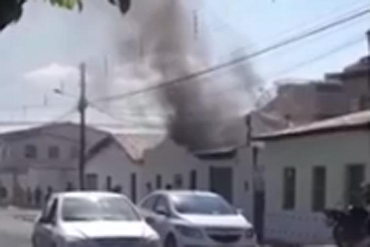 Vitória da Conquista: Bebê e criança de 3 anos são resgatadas pela mãe após incêndio em casa