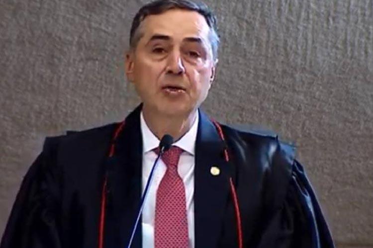 Ministro Luís Roberto Barroso assume TSE e descarta adiar eleição para 2022