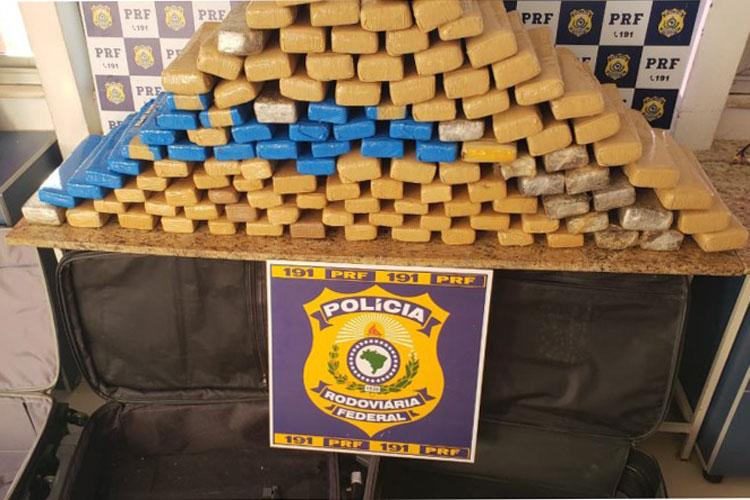 Vitória da Conquista: PRF prende duas mulheres com quase 100 kg de drogas