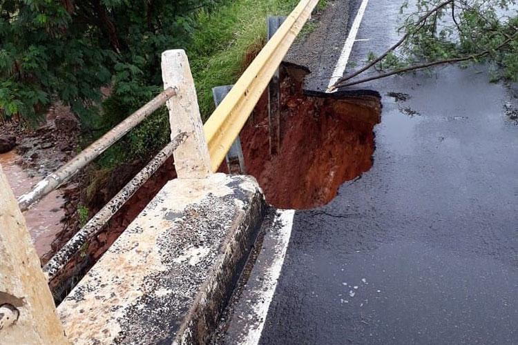 Forte chuva compromete ponte na BA-148, trecho entre Brumado e Livramento de Nossa Senhora