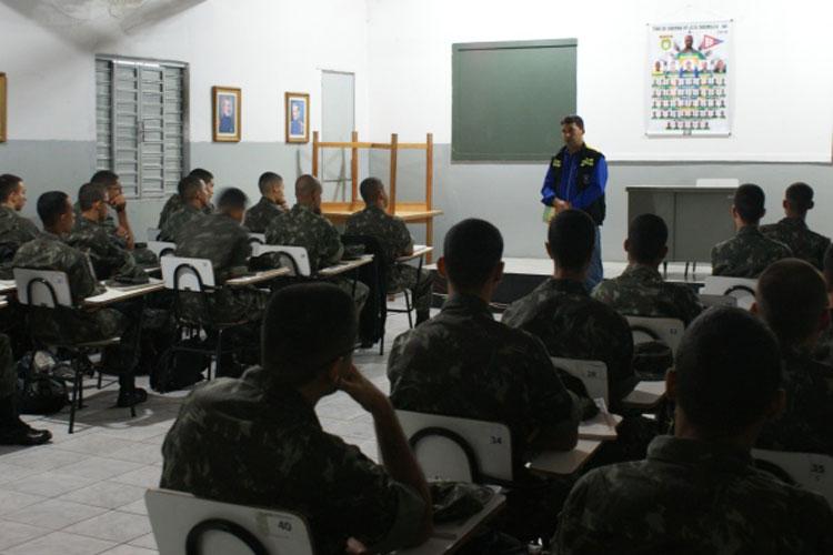 Coordenador da SMTT visita TG de Brumado como parte da programação do Maio Amarelo