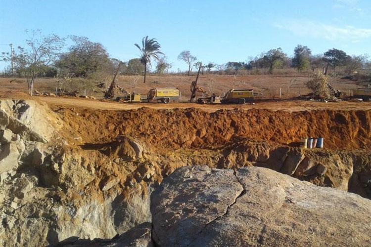 Mulher denuncia que explosões de obras da Fiol estão danificando casas em Caetité