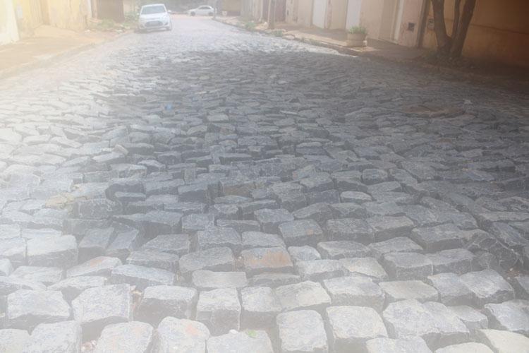 Brumado: Chuvas expõem péssima qualidade de pavimentação na Rua Francisco Gama