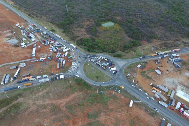 Líder da greve pede fim de bloqueios por segurança de caminhoneiros