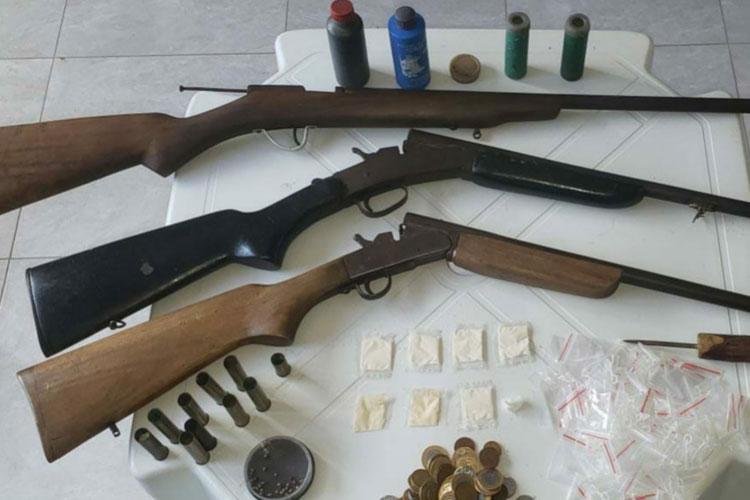 Homem é preso com drogas e armas na zona rural de Piripá