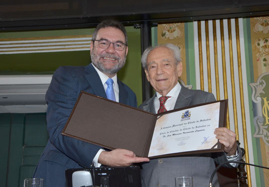 cfd6a889b Título de cidadão soteropolitano é entregue ao advogado brumadense Maurício  Vasconcelos